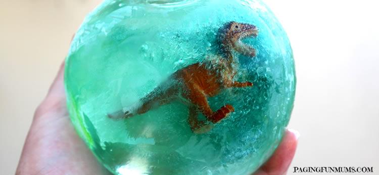 Jugamos a la arqueología con estos divertidos Dinosaurios congelados