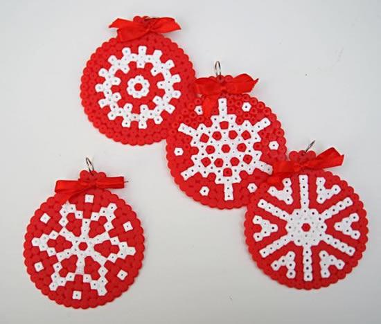 Manualidad 15 ideas de manualidades de navidad con hama beads - Manualidades de ganchillo para navidad ...