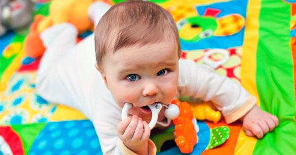 Las mejores mantas de actividades para bebés